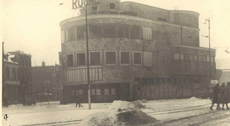 Bron: Rijckheyt.nl   Stationsplein (1942). Royal theater.
