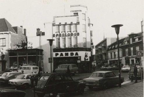 Bron: Rijckheyt.nl | Emmaplein (1975). Speelgoedzaak Panda. Rechts de Emmastraat.