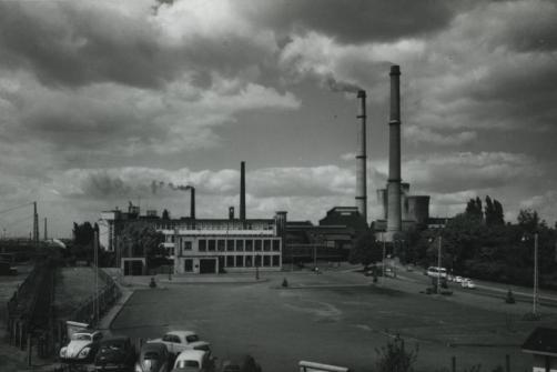 Bron: Rijckheyt.nl | Spoorsingel. In het midden links het kantoorgebouw van de LTM. Op de achtergrond de Oranje-Nassaumijn I.