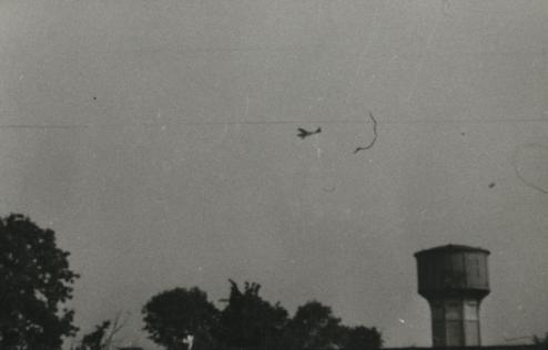 Bron: Rijckheyt.nl | Details... x Heerlerbaan. Amerikaans verkenningsvliegtuig. Rechts beneden de watertoren. (1944)