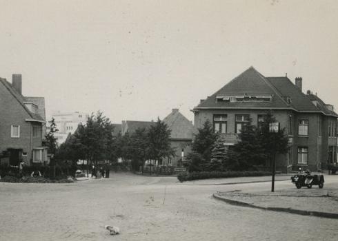 Bron: Rijckheyt.nl   Joost van Vondelstraat. Links en rechts de Kerkraderweg. Op de achtergrond de Molenberglaan.