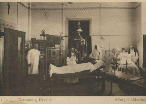 Bron: Rijckheyt.nl | Putgraaf. Röntgenkamer van het St.Jozefziekenhuis. Links dr.F. de Wever, medestichter en eerste arts van het ziekenhuis.