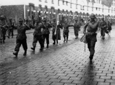Bron: Rijckheyt.nl | Duitse krijgsgevangenen worden afgevoerd via de Benzenraderweg