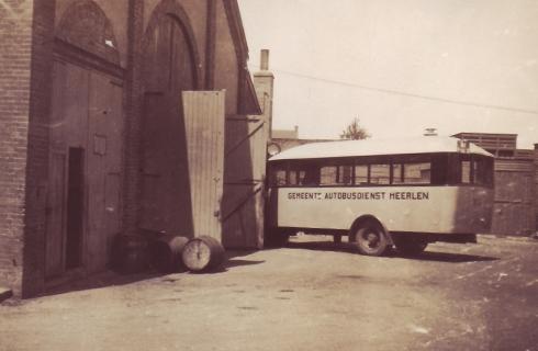 Bron: Rijckheyt.nl | Heerlen (1929). Garages van de Gemeentelijke Autobusdienst Heerlen.