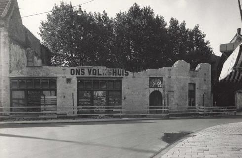 Bron: Rijckheyt.nl | Emmastraat. Ons Volkshuis. Tijdens de oorlog getroffen door een bom.