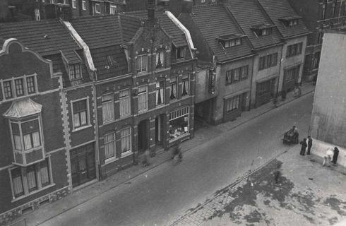 Bron: Rijckheyt.nl | Klompstraat. In het midden de ingang van de oude Stadsschouwburg/bioscoop.