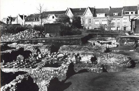 Bron: Rijckheyt.nl | Coriovallumstraat. Romeinse thermen te Heerlen tijdens de openlegging in 1954.