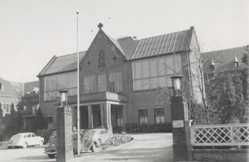 Bron: Rijckheyt.nl | Putgraaf. Hoofdingang van het St.Jozefziekenhuis.