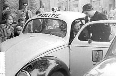 Bron: Gahetna.nl - bestanddeelnummer: 906-0329 | Eerste vrouwelijke politieagent in ons land (Heerlen)