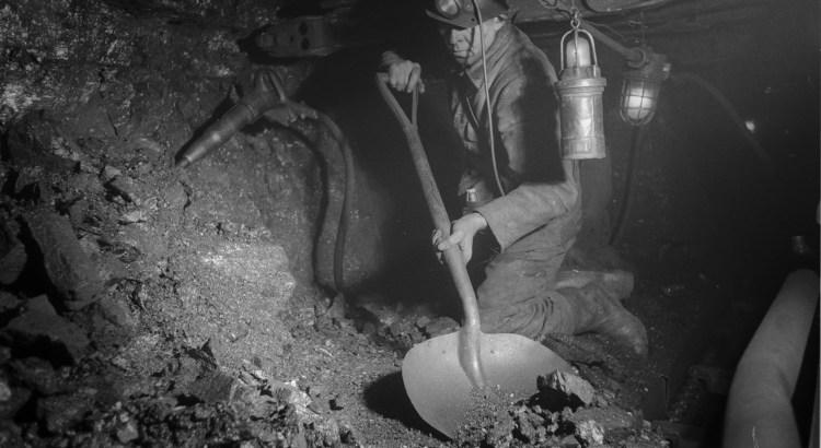 Bron: Gehuegenvannederland.nl | Houwer werkt aan het kolenfront, Oranje Nassau Mijnen, Heerlen (1952-1953)