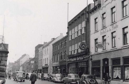 Bron: Rijckheyt.nl | De Geleenstraat, met aan de rechterkant Hotel de La Posta