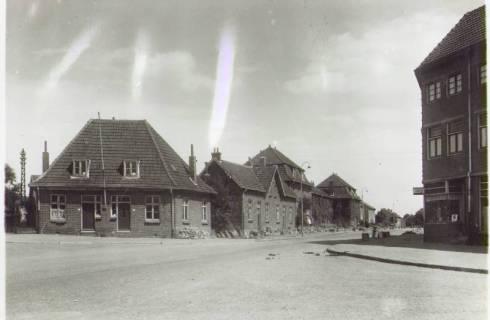 Bron: Rijckheyt.nl |  Kerkraderweg (september 1950). Op de voorgrond rechts de Van Alphenstraat.