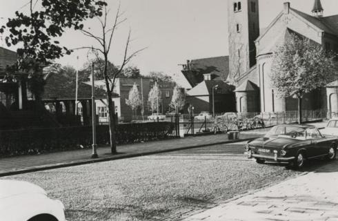Bron: Rijckheyt.nl | O.L.Vrouw van Lourdeskerk foto gemaakt vanuit Gerard Bruningstraat