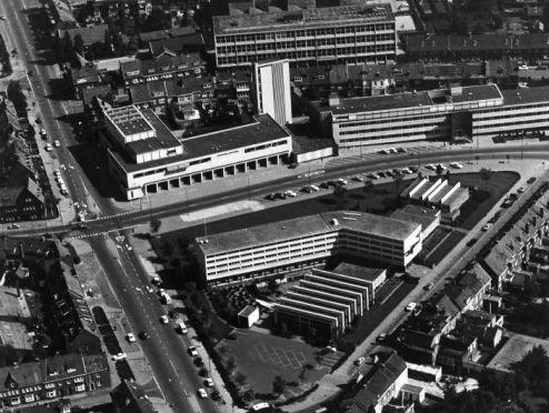 Bron: Rijckheyt.nl | Luchtfoto van de Mijnschool, het politiebureau en de brandweerkazerne.