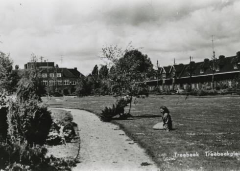 Bron: Rijckheyt.nl | Treebeekplein. Op de achtergrond links het beambtencasino.