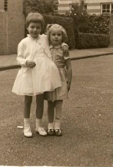 Susanne en Anneke mei 1960