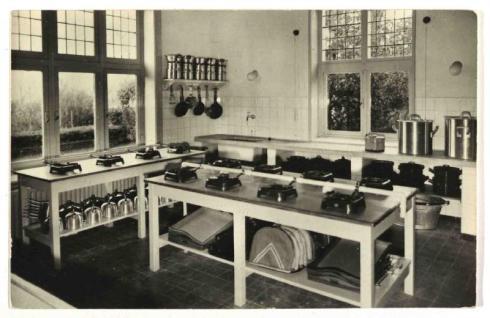 Bron: Rijckheyt.nl | Keuken van het Ontwikkelings- en Vakantieoord Eikhold (ca. 1953)