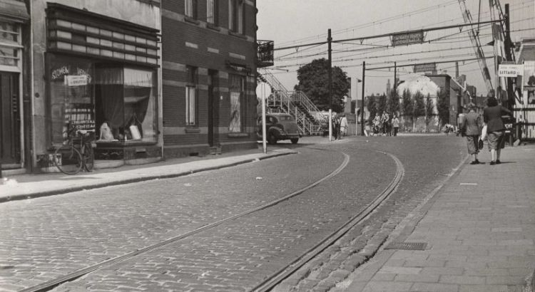 Bron: Rijckheyt.nl | Willemstraat. Op de achtergrond de spoorwegovergang.