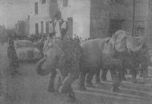 Bron: Limburgs dagblad 15-11-1962 | Sinterklaas intocht 1962 op het Raadhuisplein te Heerlen