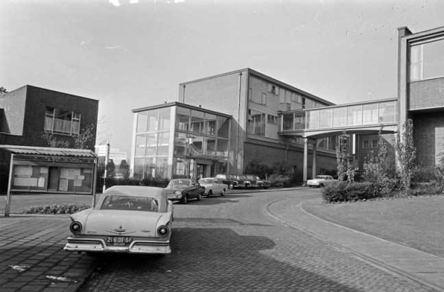 Bron: geheugenvannederland.nl   De bovengrondse gebouwen van de voormalige Staatsmijn Hendrik in de Brunssumse wijk Rumpen