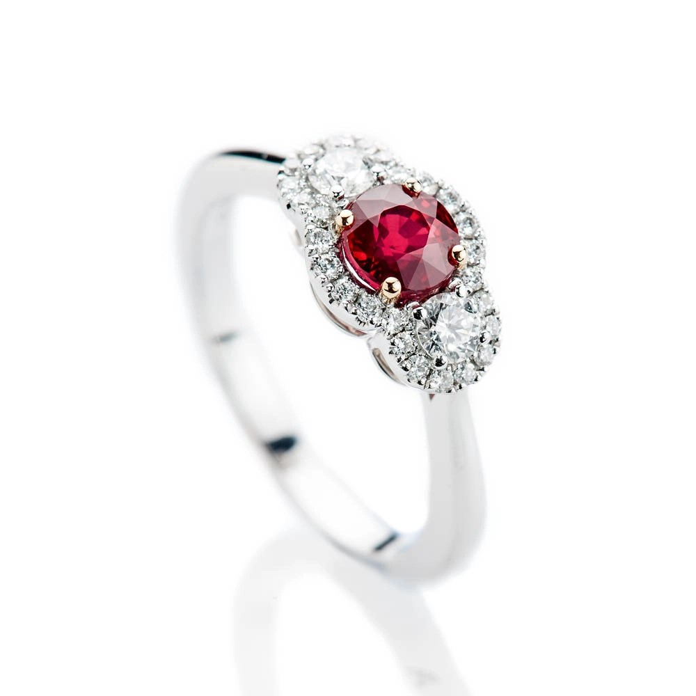 Stunning Intense Red Natural Ruby, Brillant Cut Diamond And Gold Cocktail Or Dress Ring