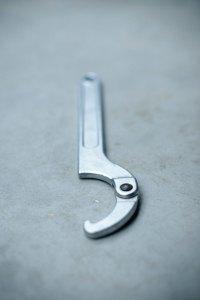 clef de serrage pour les raccords