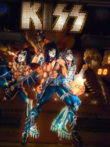 Kiss (Bally, 1978) 50 cents.  Photo by H.M. Kerr-Schlaefer