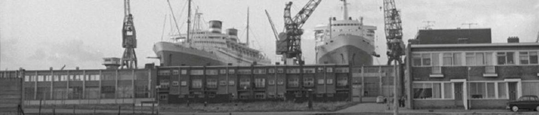 cropped-Foto-103-1963-De-Nieuw-Amsterdam-en-SS-Rotterdam-beiden-in-dok.jpg