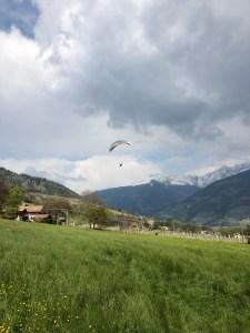 Paragliding über Meran und Dorf Tirol