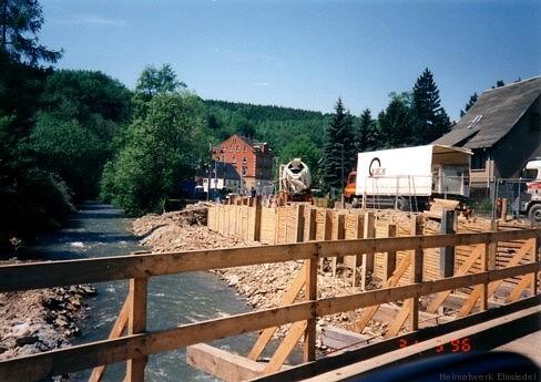 31. Mai 1996. Die Schalung für die neuen Fundamente.