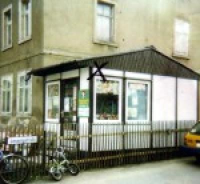 Zeitungskiosk am Gebäude Einsiedler Haupttraße 64.