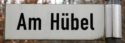 """Straßenschild """"Am Hübel"""" in Einsiedel"""