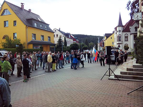 Kundgebung vor dem Einsiedler Rathaus am 6. Juli 2016
