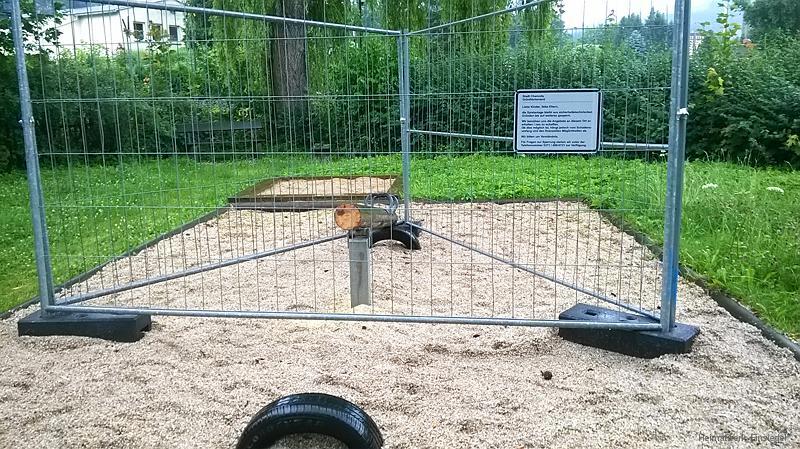 Abgesägte Schaukel im Walter-Wieland-Hain