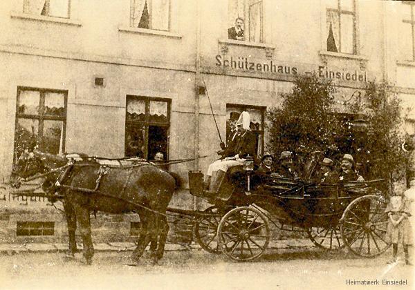 Kutsche vor dem Schützenhaus Einsiedel