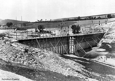 Staumauer im Bau (Innenseite)