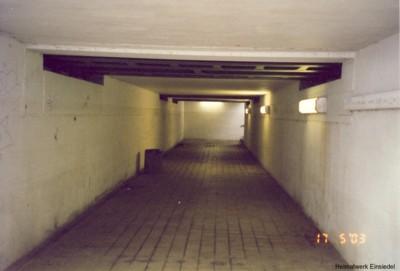 Tunnel unter den Gleisen im Einsiedler Bahnhof