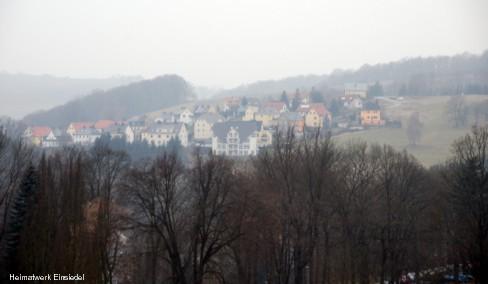 Siedlung von der Staumauer aus fotografiert