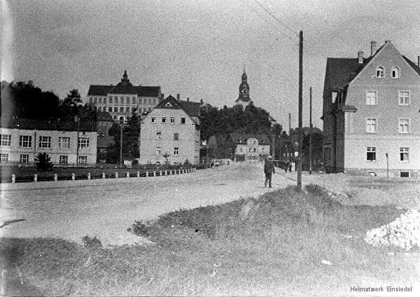 Blick die Reichsstraße in Einsiedel hinunter um 1930