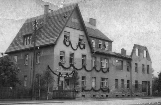 Halb Wohnhaus, halb Ruine 1955