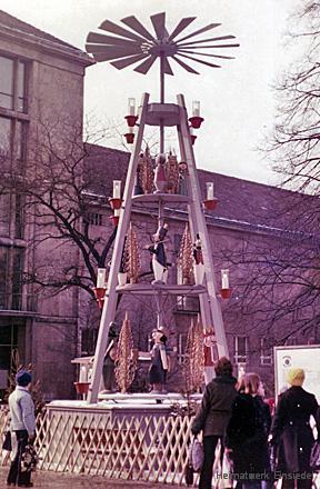 Pyramide Einsiedel in Karl-Marx-Stadt ausgestellt. Theaterplatz 1978.