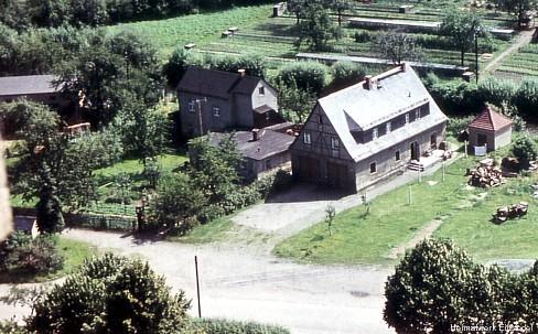 Einsiedel, Hauptstr. 93 & 95 vom Kirchturm aus fotografiert