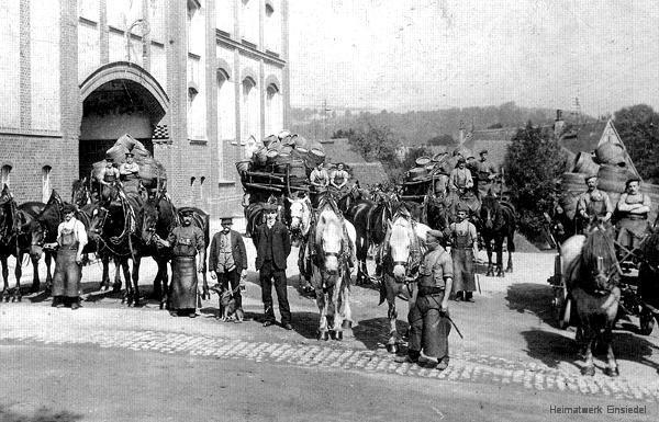Auslieferung von Fassware mit Pferdefuhrwerken um 1911