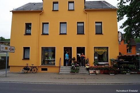 Ladeninhaber der beiden Geschäfte in der Einsiedler Hauptstraße 89 im Mai 2014