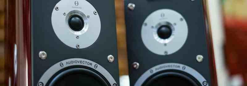 Zwei Lautsprecher, Nahaufnahme