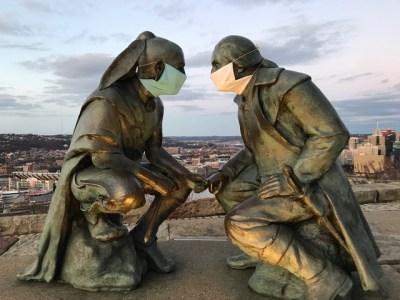 Statue of Washington and Guyasuta on Mt. Washington. Courtesy of Lynne Squilla.