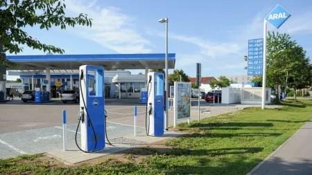 "Scholz: Ladestationen an Tankstellen ""notfalls vorschreiben"""