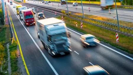 Cummins-Motoren sollen Daimler Zeit bei Übergang zu Elektro-Lkw verschaffen