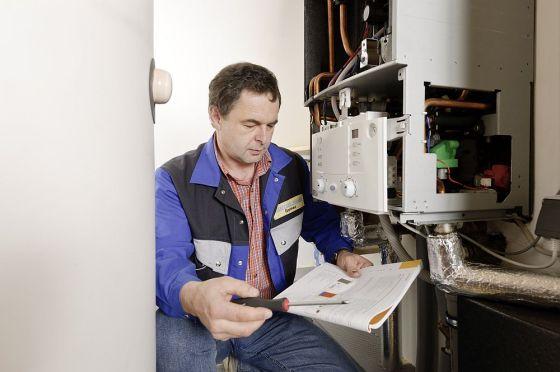 Mit der Cerapur Solar wird die Anlagenplanung, -installation und Inbetriebnahme auf ein Minimum reduziert. Davon profitierte auch Torsten Müller bei der Umrüstung auf solare Heizungsunterstützung. (Foto: Junkers)