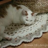 REDESIGN - Knitted sweater turned into crochet rug /// GJENBRUK - Strikket genser ble til gulvteppe